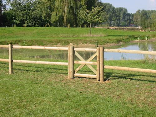 Clôture rurale chevaux en bois plus portillon  REGION AMIENS ( SOMME