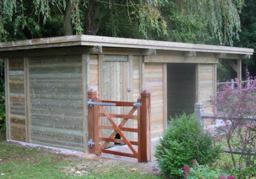 Carport bois transformé BOX CHEVAUX et salle de pansage - BETHUNE ( 62)