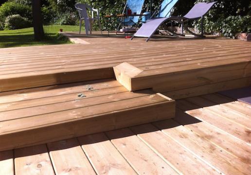Terrasse suspendue Bois avec rambardesen pin sylvestre  Région du
