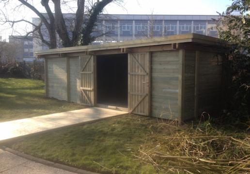 Carport/ Garage Bois Transformé Abri Pour Animaux   Région ABBEVILLE (  Somme )