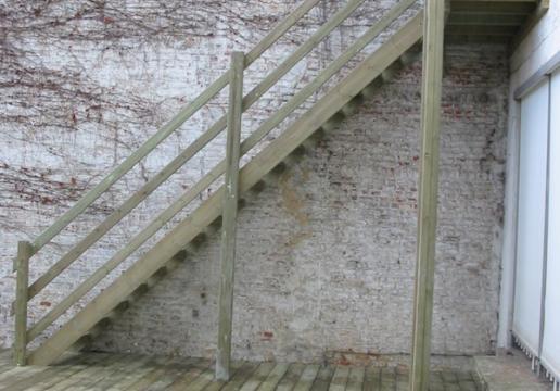 Escalier bois vers Terrasse en pin sylvestre - LILLE ( 59 )